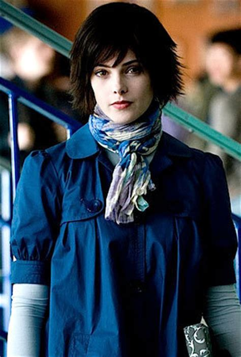 NEW PHOTO: Alice Cullen Is Looking Blue - Twilight Series