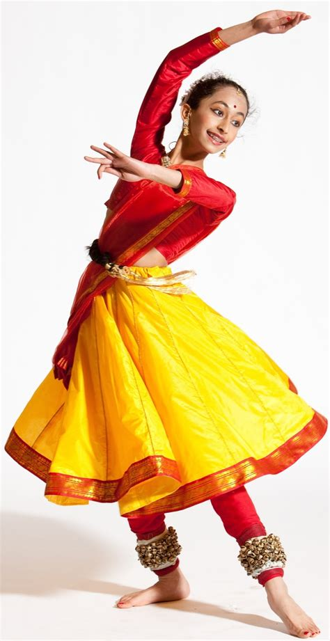 What is the basic difference between Kathak, Kathakali and