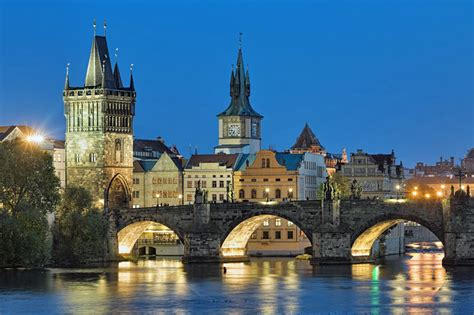 Charles Bridge in Prague: 5 Things You Need to Know in 2017