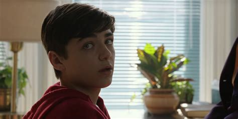 Shazam! Director: Billy Batson is Looking for His Mother | CBR