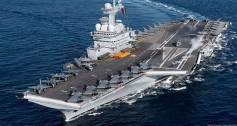 France's Flagship Aircraft Carrier Sends Message of