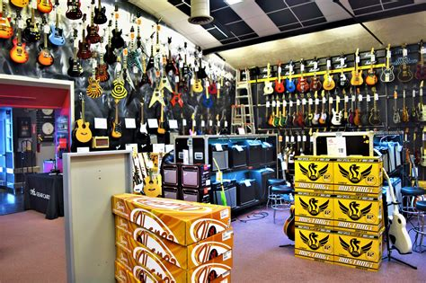 Inside the Guitar center hollywood, free things to do in
